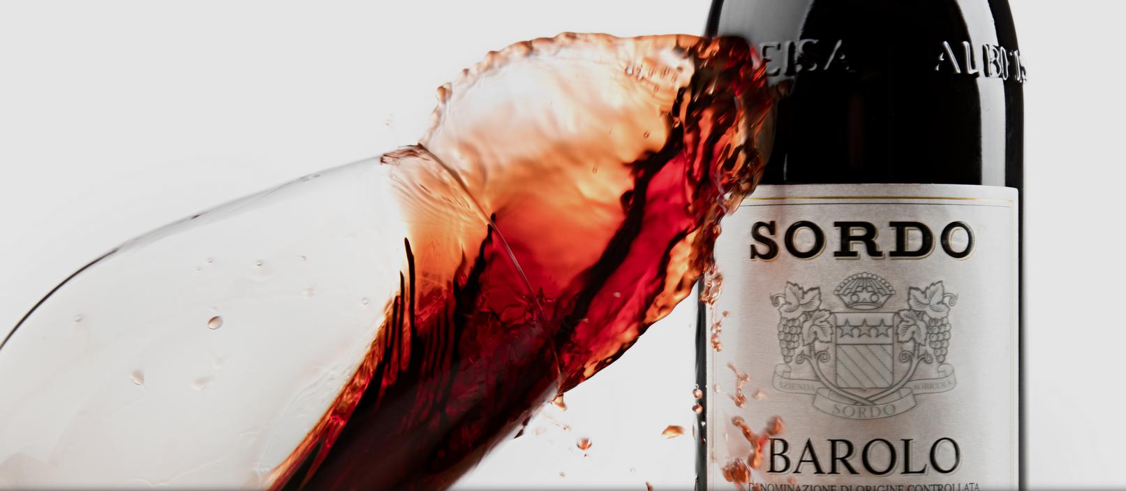 Foto-Flasche-Wein-Glas-Barolo-Piemont