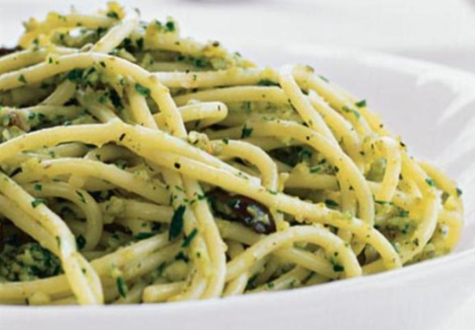 Pesto-mit-gr-nen-Oliven