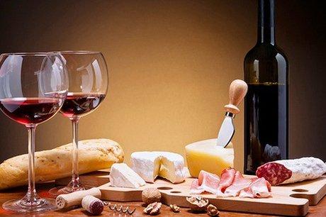 Rinner-Trueffelsalami-mit-Wein-2