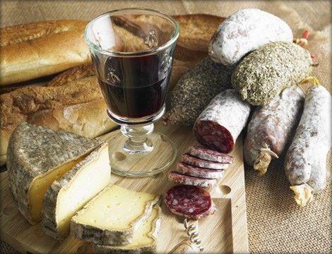Rinner-Trueffelsalami-mit-Wein