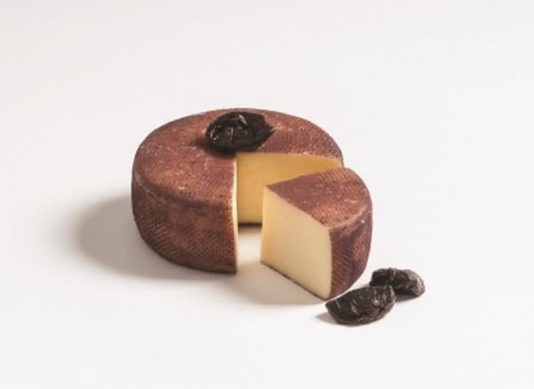 Degust Prunot - Schnittkäse aus Kuhmillch mit Zwetschgenmost veredelt, ca. 400g