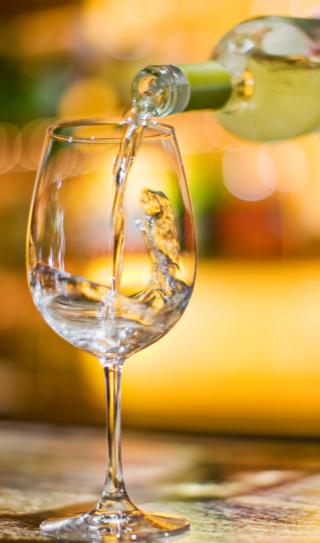 Glas-Wein-Soave