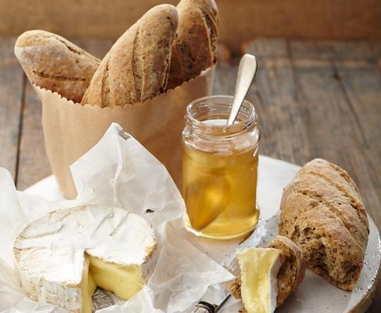 Camembert-mit-Honig