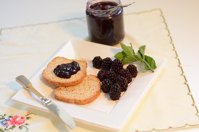 Palabirnen-Marmelade-mit-Brombeeren-Fruehstueck