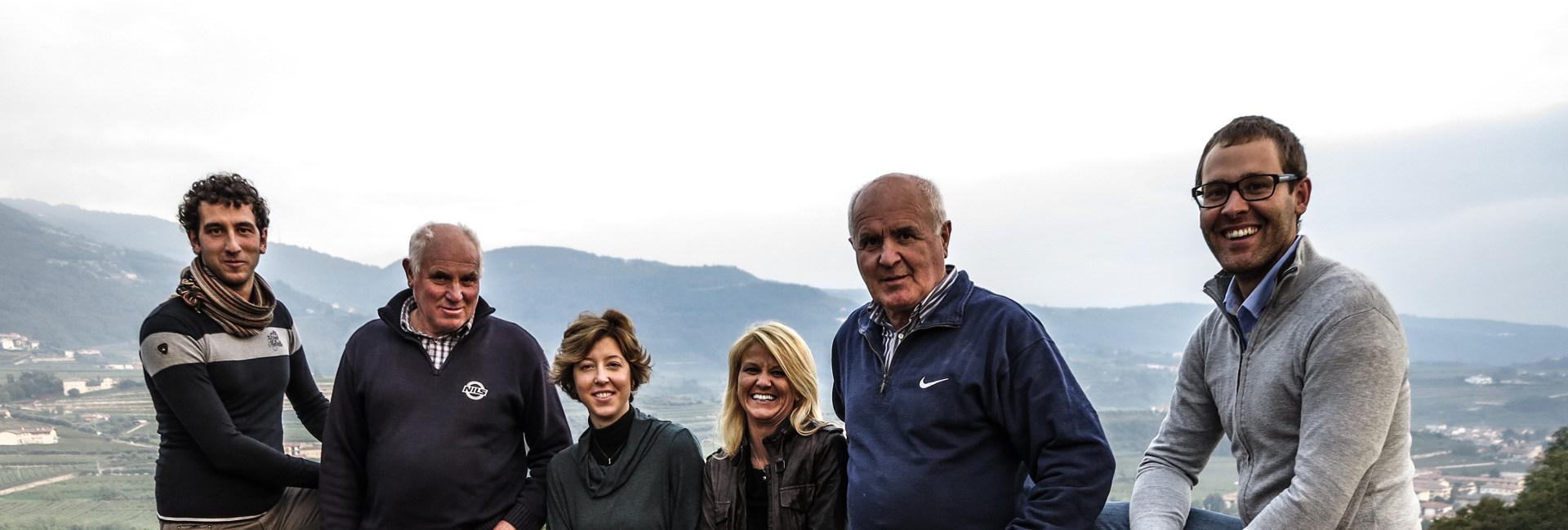 Familie-auf-Weingut-in-Verona